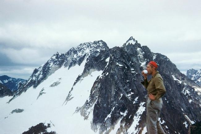 Фред Бэки  (Fred Beckey)  в первом восхождении по Северной стене на Burgundy Spire 1953 год