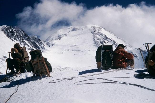 Fred Beckey, Donald McLean, Charles Wilson  при первопрохождении Северо-Западного бастиона Северного пика Мак-Кинли на Аляске 1954 год