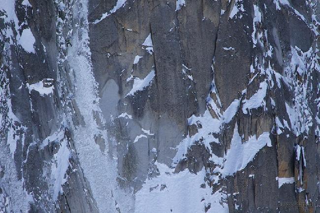 Джон Гриффит: Ули Штек (Ueli Steck) в скоростном соло восхождении по Северному склону Droites.