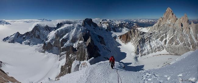 Will Sim чуть ниже вершины Cerro Standhart в Патагонии