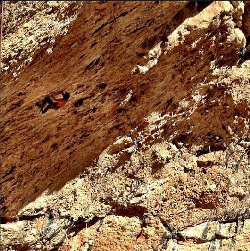 """Крис Шарма (Chris Sharma) на маршруте """"Stoking the fire"""" 9b в Испанском регионе Santa Linya"""