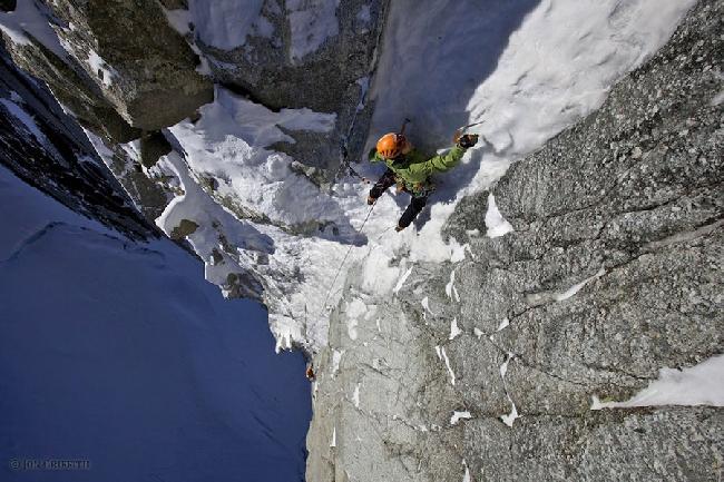 Ули Штек (Ueli Steck) на Маршруте «Supercouloir» на Mont Blanc du Tacul