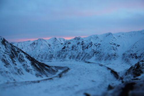 Фото Джоэла Вишнески (Joel Wischnewski): вид из Camp1 на закат солнца на фоне области Herrligkoffer (слева), ледника Bazhin и хижины Latobo (справа)