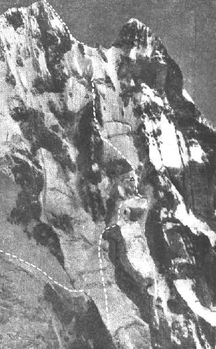 Штурм северо-западной стены Ушбы — одно из лучших советских восхождений. Треугольниками помечены места ночевок команды