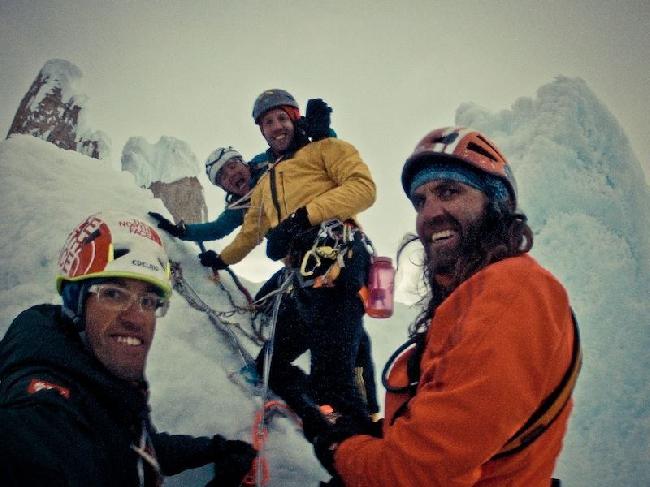 Hansjörg Auer, Thomas Huber, Much Mayr, Mario Walder на вершине Cerro Standhardt.