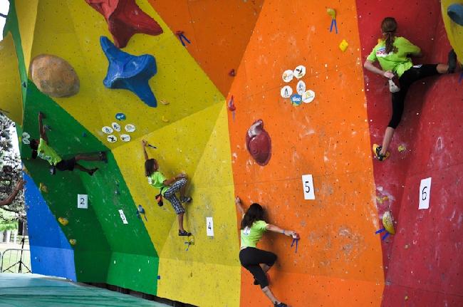 Юношеские соревнования по скалолазанию Rock Junior. Фото Planetmountain