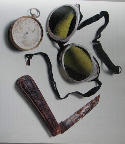 Найденные в 1999 году на Эвересте вещи экспедиции 1924 года принадлежавшие Мэллори и Ирвину.