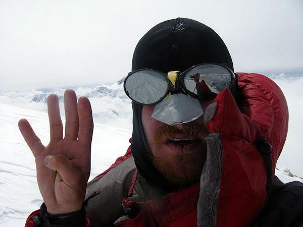 Томаш Ковальски  (Tomasz Kowalski) на вершине Хан Тенгри (Chan Tengri) 18 августа 2011 года
