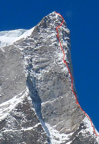 """новый маршрут по северной стене пика Shiva (6.142м) с названием """"Prow of Shiva"""". Красные кружки обозначают места ночевок"""
