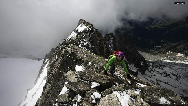 Liv Sansoz на Юго-Восточном гребне пика Tour Ronde, массив Mont-Blanc.