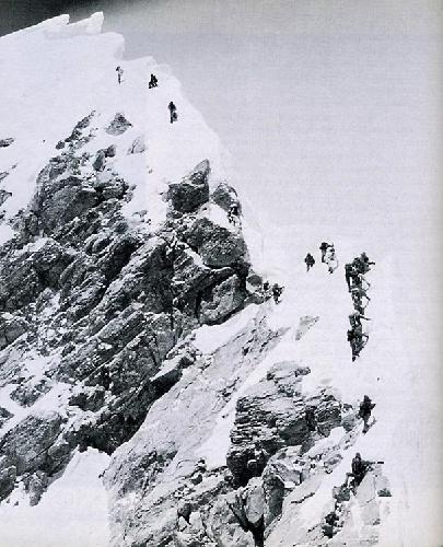 """Команда Скотта Фишера на предвершинном хребте Эвереста в 13:00 10 мая 1996 года. Фото из книги Джона Кракауэра """"Into Thin Air"""""""