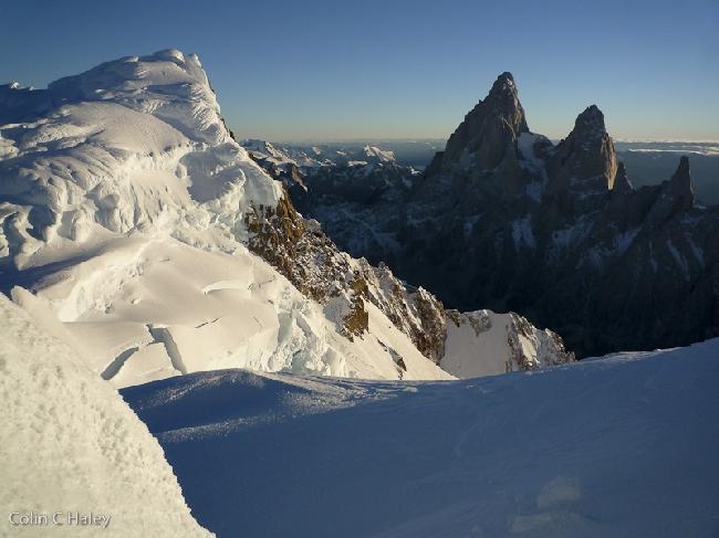 Утро на Южном хребте Cerro Adela Sur и Fitz Roy, вид с бивуака
