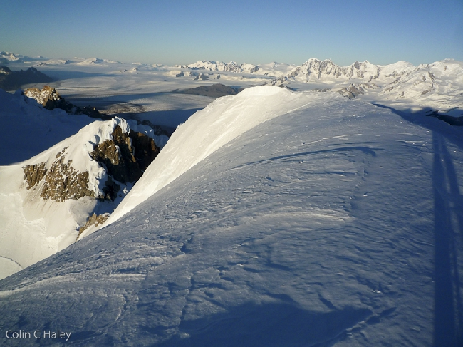 Вид на Юго-Запад с вершины Cerro El Ñato, Cerro El Doblado чуть ниже