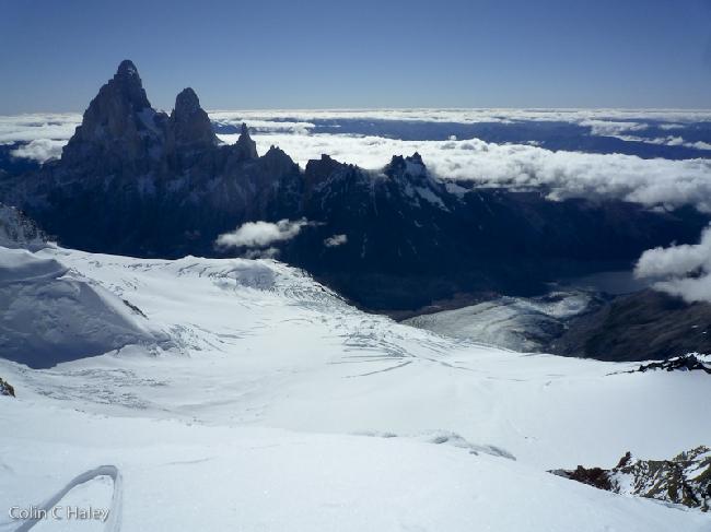 Массив Fitz Roy и Laguna Torre с вершины Cerro Grande
