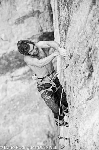 "Крис Шарма  (Chris Sharma) на маршруте ""La dura dura"" 9b+"