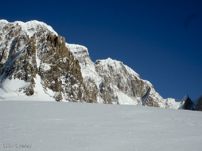 Восточные склоны Cerro Adela, вид с ледника Glaciar Grande Superior