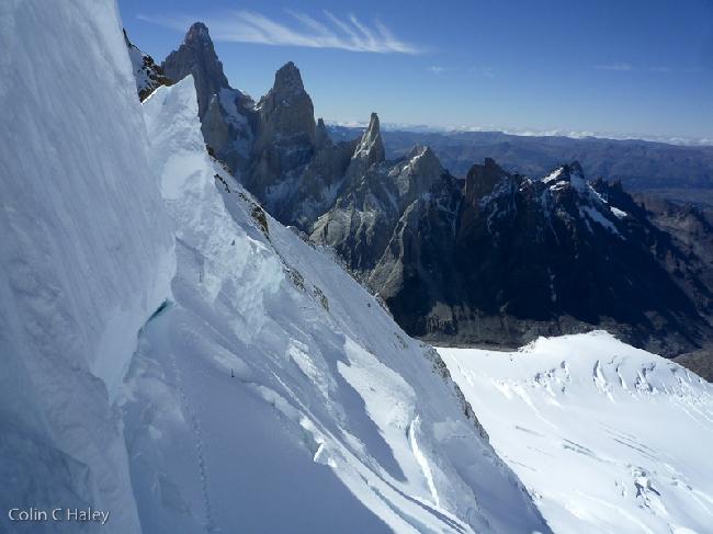 Взгляд на Восток на массив Fitz Roy из верхней точки перевала Col Trento
