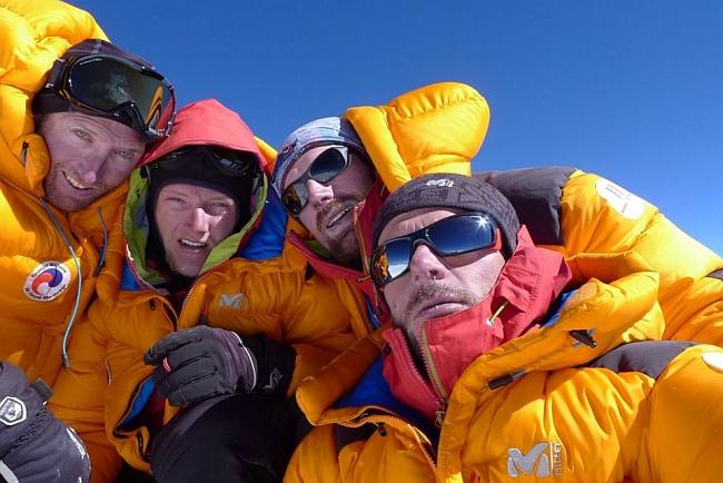Didier Jourdain, Sébastien Bohin, Sébastien Moatti y Sébastien Ratel на вершине Kamet
