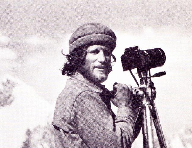 Galen Avery Rowell (August 23, 1940 – August 11, 2002) - погиб в авиакатастрофе в возрасте 61 год