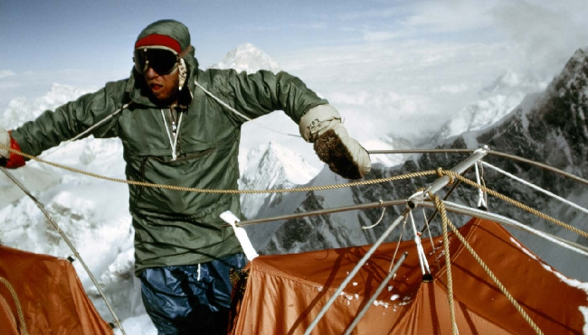 Лют Джестад (Lute Jerstad) в высотном лагере Camp6 на Эвересте. 1963 год