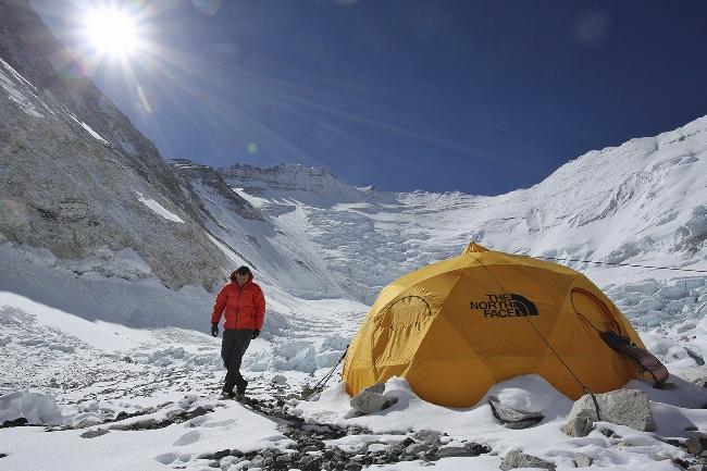 Джонатан Гриффит в высотном лагере Camp2 на Эвересте. За несколько дней до нападения