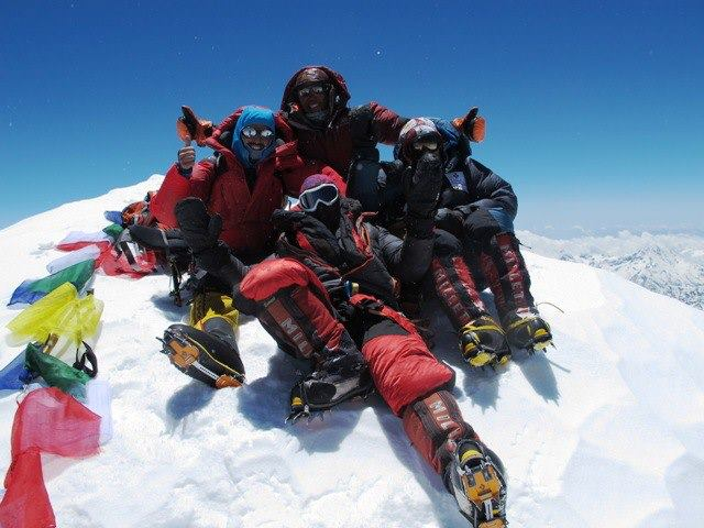 На вершине Shisha Pangma. На фото Tunc Findik, Chhang Dawa Sherpa, Santiago Quintero и Tindu Mingma Sherpa