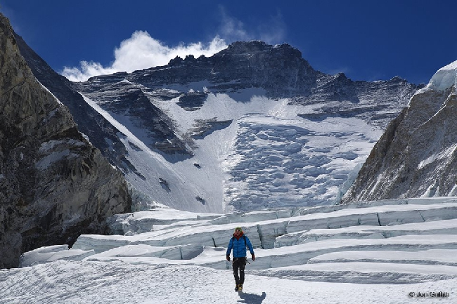 Симоне Моро между Camp1 и Camp2 на Эвересте.  Апрель 2013. За несколько дней до нападения