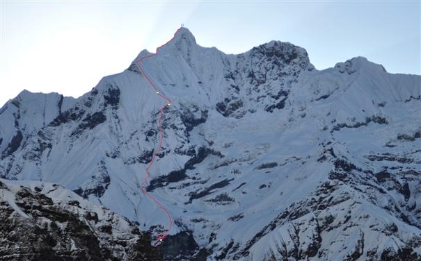 маршрут румынской команды на вершину Гандарбха Чули (Ghandarbha Chuli) по ее Юго-Западному склону. Точками отмечены бивуаки