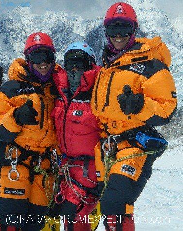Tashi Malayika Malik и  Nungshi Sayuri Malik при акклиматизации на Эвересте
