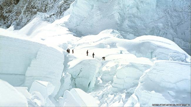 Экспедицию организовала и спонсировала Межведомственная гималайская комиссия. Возглавлял ее полковник Джон Хант. Все фотографии предоставлены Королевским географическим обществом и IBG.