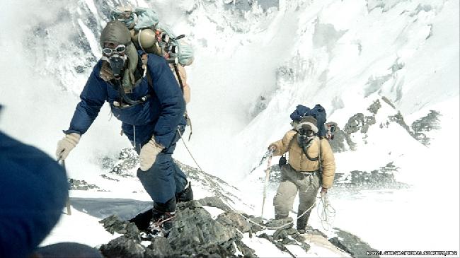 Они покорили вершину в 11.30 по местному времени после изнурительного подъема по южному склону.