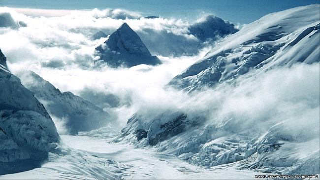 Альпинисты пробыли на вершине всего 15 минут, им не хватало кислорода.