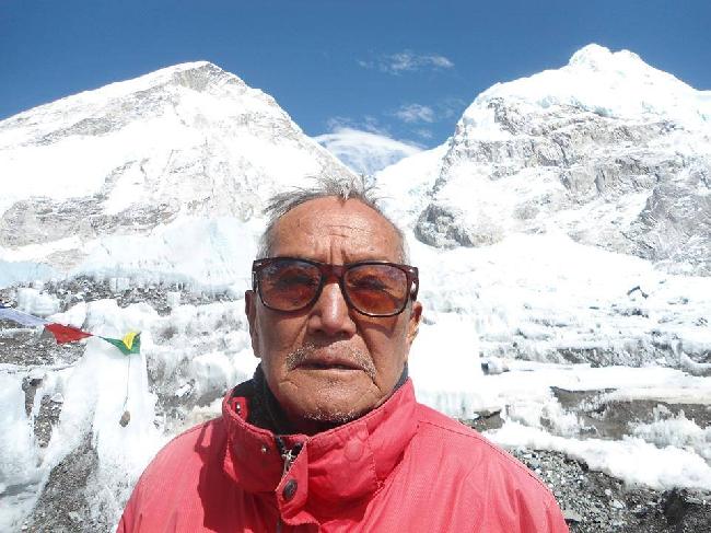 Мин Бахадур Шерхан (Min Bahadur Sherchan) в Базовом лагере Эвереста, май 2013