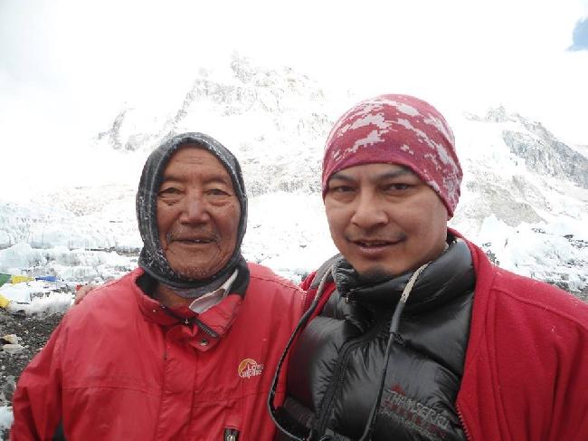 Мин Бахадур Шерхан (Min Bahadur Sherchan) и в Базовом лагере Эвереста, май 2013