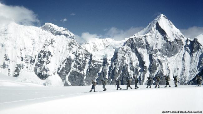 Членам экспедиции удалось провести радиосвязь между лагерями.