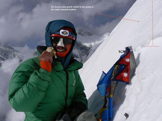 Cosmin Andron на отметке ниже человеческого роста от вершины Гандарбха Чули (Ghandarbha Chuli).