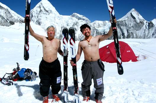 Юичиро Миура (Yuichiro Miura) на лыжах в Гималаях