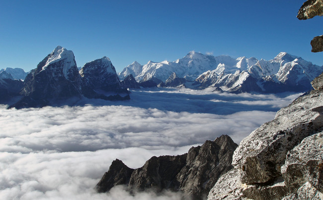 горный пейзаж региона Кхумбу (Непал), вид с отметки 4000м