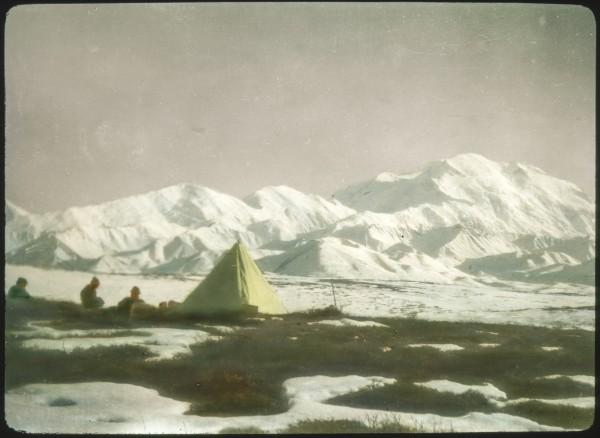 вид на Мак-Кинли из Базового лагеря экспедиции Клиффорда Паркера. 1912 год