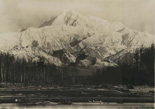 Мак-Кинли (Денали; англ. Mount McKinley, Denali) высотой 6194 метра. Фото 1910 года