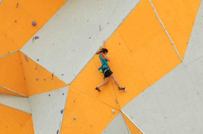 В Днепропетровске открылся самый большой скалодром в Украине (ФОТО)