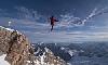 Швейцарский альпинист установил рекорд Европы пройдя по хайлайну на высоте 4600 метров! ВИДЕО