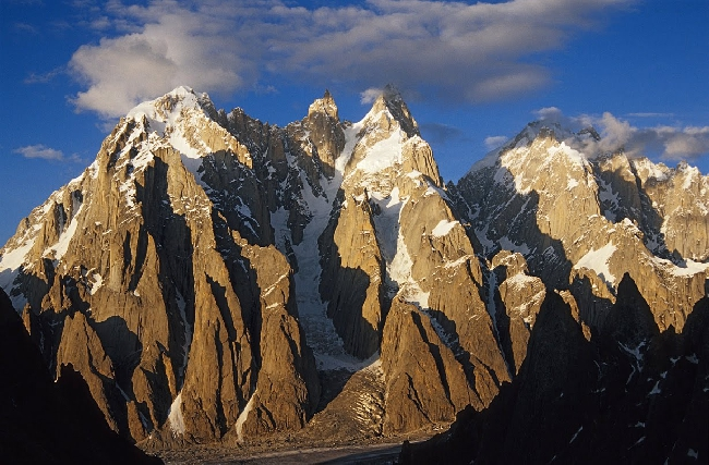 Вершины долины Charakusa Valley