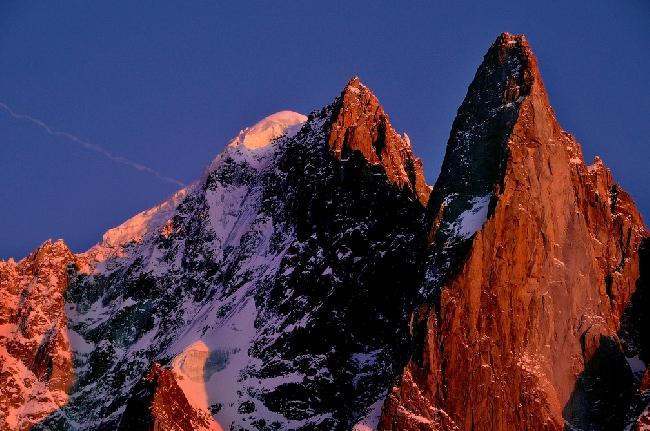 Aiguille du Grand Dru (3754 м)  в массиве Монблан
