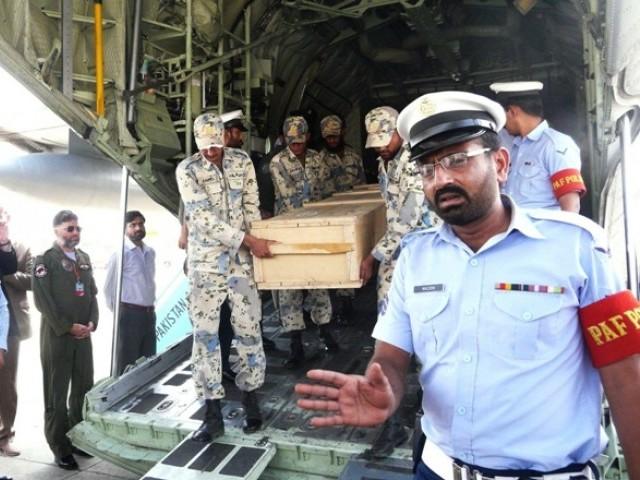 доставка тел погибших альпинистов из места трагедии на авиационную базу в город Gilgit.