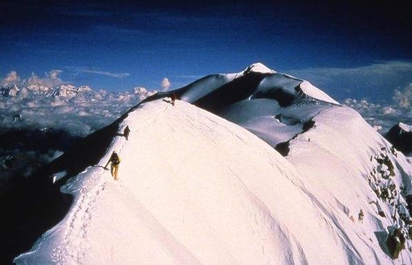 Вид с вершины Шишапангма (Shishapanmga, 8027 м). Фото Артура Хайзера. 1987 год