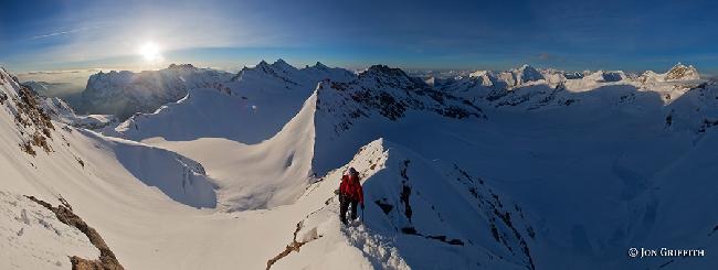 Красивый холодный горный хребет