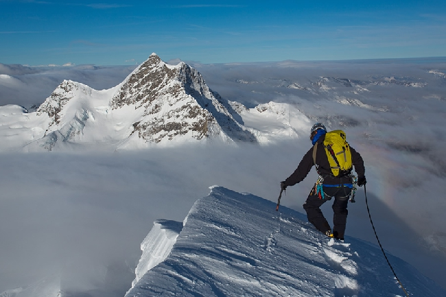 На вершине Monch с видом на Jungfrau