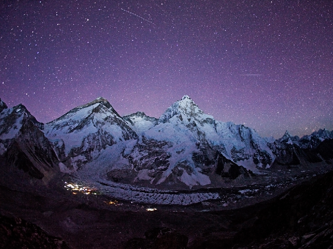 Эверест в сиянии звезд
