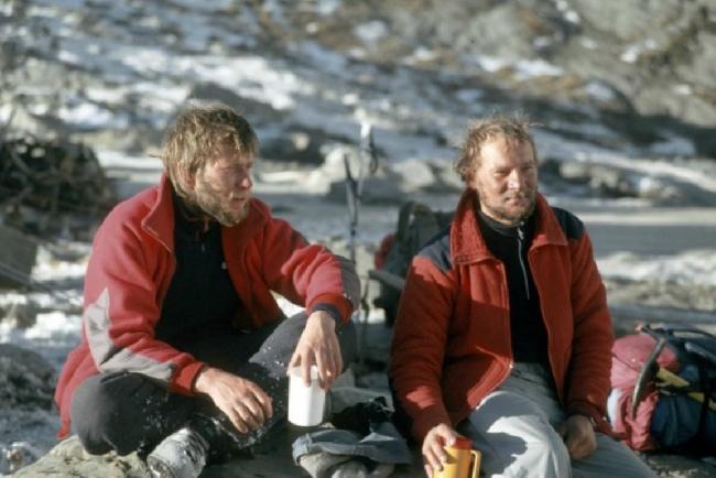 Артур Хайзер (Artur Hajzer) слева и Ежи Кукучка (Jerzy Kukuczka) после победы над восьмитысячником Аннапурна I (8091 м). зима 1987 года
